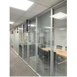 divisórias para escritório piso teto de vidro preço m2 Santa Efigênia