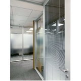 empresa de divisórias para escritório piso teto vidro duplo com persiana Jardim Europa