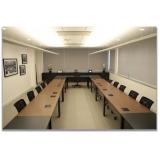mesa reunião com tomadas